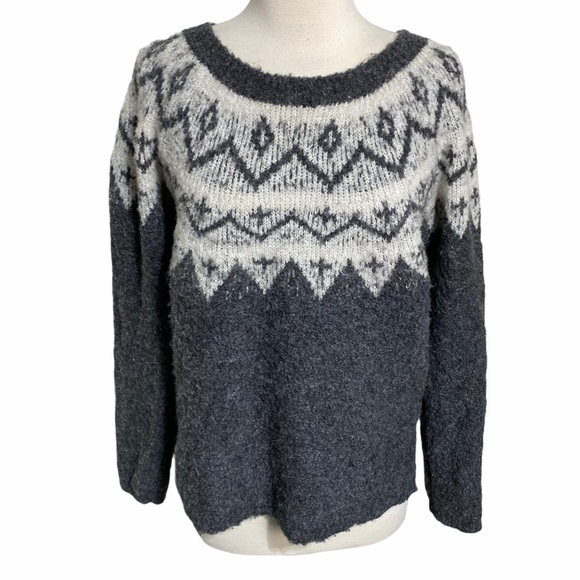 Sonoma M gray white pull over cozy knit sweater